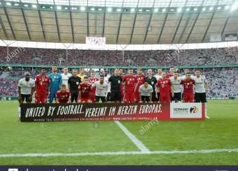 Komplex ... Located In, Heart Of Europe., Slogan, The German EM Application 2024. Both Teams, Posing, The Photo. GES/Football/DFB Pokal: Final: